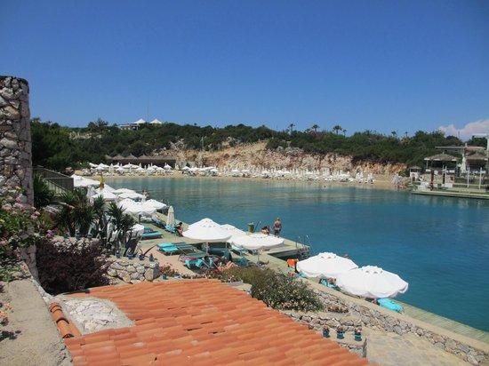 Hilton Bodrum Turkbuku Resort & Spa: RELAXING BEACH AREA