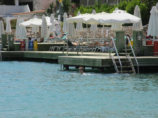Hilton Bodrum Turkbuku Resort & Spa: VIEWED FROM BEACH