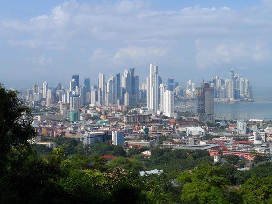 Cerro Ancón: Financial District