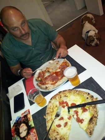 Patrizio e Saverio (il cane) al 100% pizza di Firenze