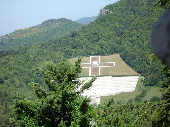 Monte Cassino Battlefield Tours: Polish war graves from Monte Cassino
