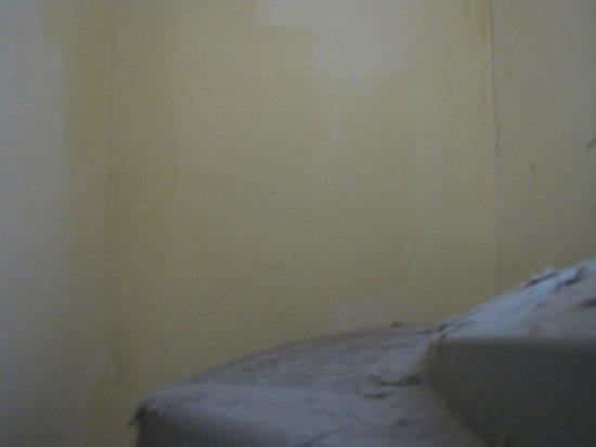 Lyndon Guest House: dust