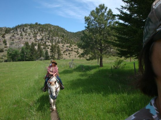 Bear Paw Outfitters: Peaceful ride