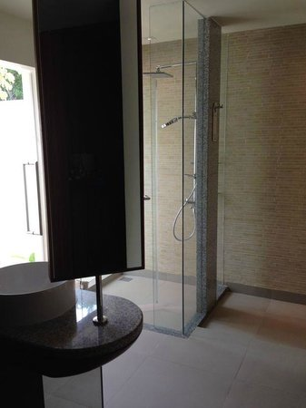 Centara Ras Fushi Resort & Spa Maldives : Shower Area