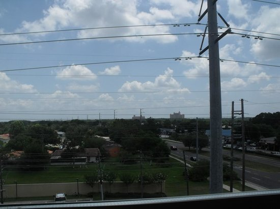 Fairfield Inn & Suites by Marriott Orlando at SeaWorld: Outside view Power Lines