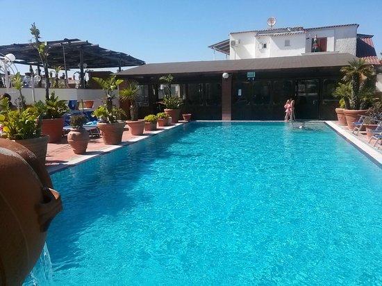 Hotel San Vincenzo Terme: piscina esterna