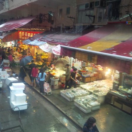 Hong Kong Tramways (Ding Ding): View of the market from the tram