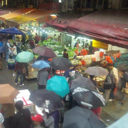 Hong Kong Tramways (Ding Ding): Goinf through the market