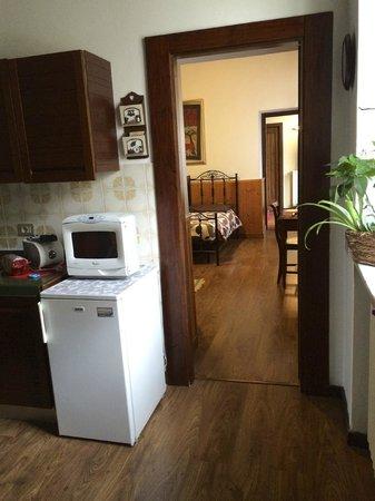 I Castagni B&B: kitchen looking into bedroom