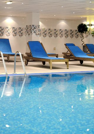 Village Hotel Wirral: Loungers by the Pool