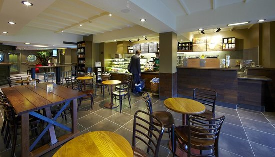 Village Hotel Wirral: Starbucks