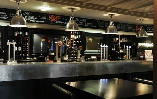 Village Hotel Wirral: Village Pub