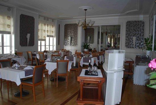 """Hotel les Nations: La salle du retsaurant """"Le Napoléon"""""""