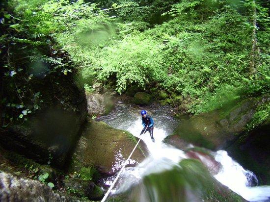 Gaia Aventure: Descente en rappel au canyon d'Anitch sous le cirque de Lescun en vallée d'Aspe