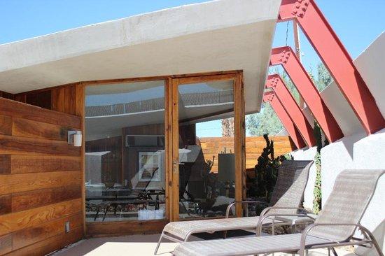 Hotel Lautner: Verandah of the Desert Retreat