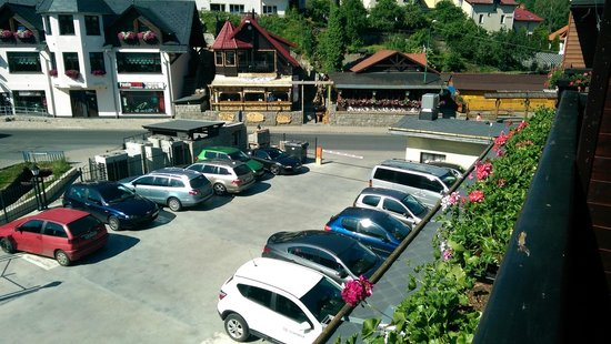 Hotel Krysztal: Widok z balkonu na parking