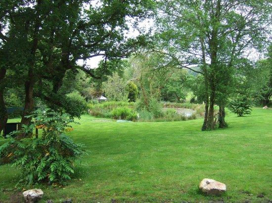 شيكارا هاوس: Some of the magnificent gardens