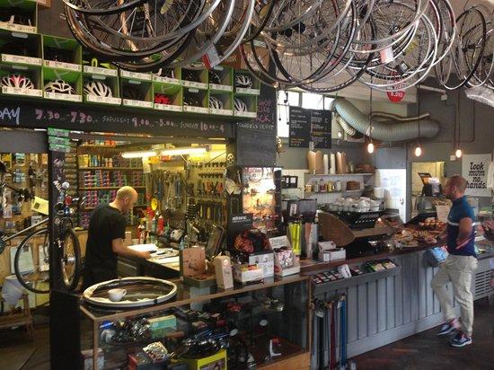 Look Mum No Hands: Taller de bici y cafetería