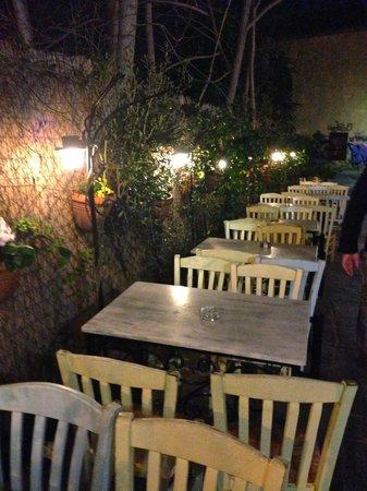 To Kafeneio: outside seating