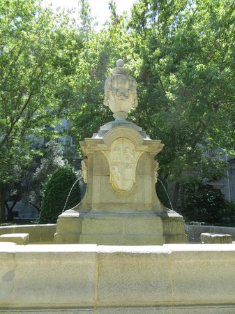 Museo Nacional Centro de Arte Reina Sofía: One of the Fountains in the restful old gardens...