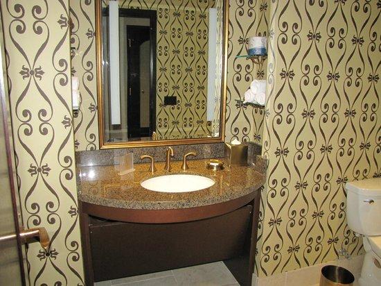 Casino Del Sol Resort: half bath