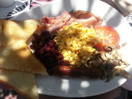 Camelot Restaurant: full brekki, could of done with baked beans instead of kidney beans!
