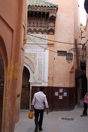 Riad Amazigh Meknes: A doorway outside the Riad Amazigh bordering the narrow alley of the Meknes medina