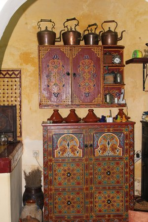 Riad Amazigh Meknes: The first-floor kitchen in the Riad Amazigh