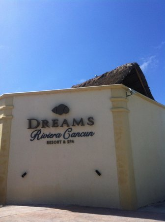 Dreams Riviera Cancun Resort & Spa: Entrada del hotel