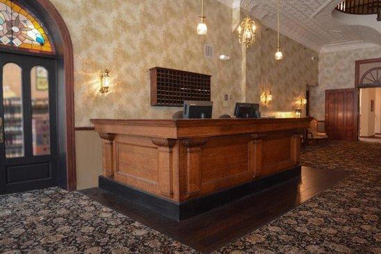 DeSoto House Hotel: Historic Front Desk