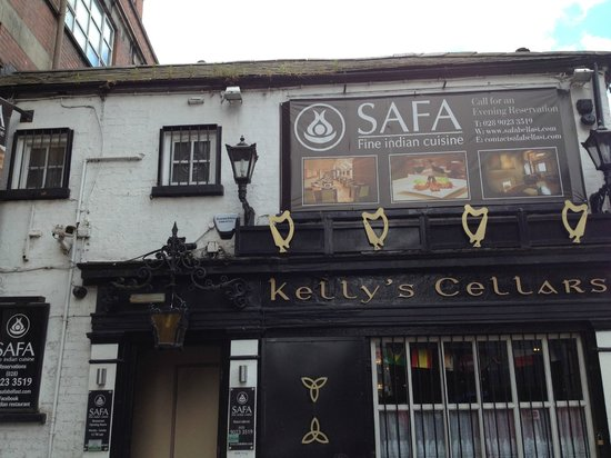 Safa: entrance to side of Kelly's Cellars