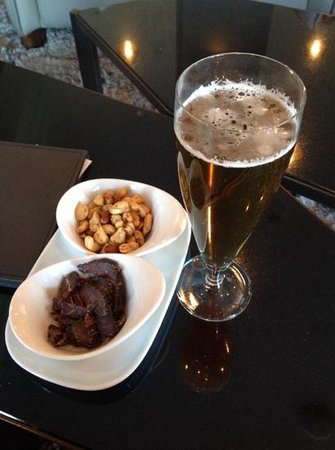 Queen Victoria Hotel & Manor House: beer, biltong and nuts!
