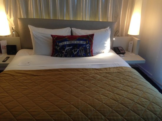 W London Leicester Square: Great Bed