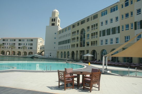 Courtyard Dubai, Green Community : pool area