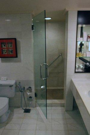 PARKROYAL Penang Resort, Malaysia : Bath