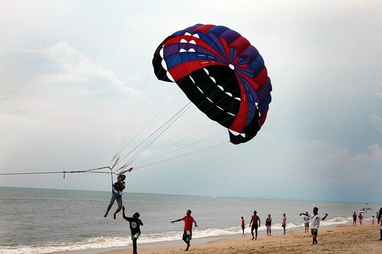 PARKROYAL Penang Resort, Malaysia : Beach behind the hotel with water sports