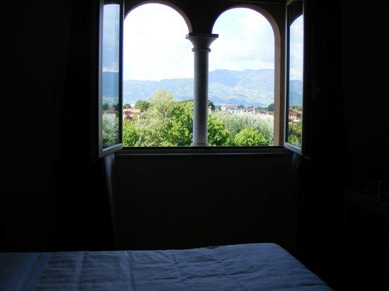 BEST WESTERN Grand Hotel Guinigi: Room Windows
