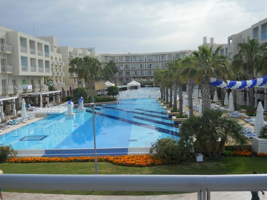 La Blanche Resort & Spa : The pool and the hotel