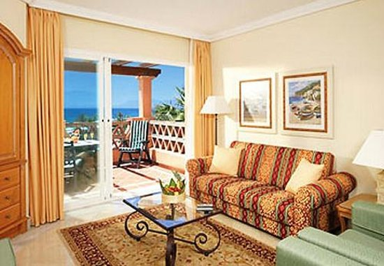 Marriott's Marbella Beach Resort: Villa living space and beach view.