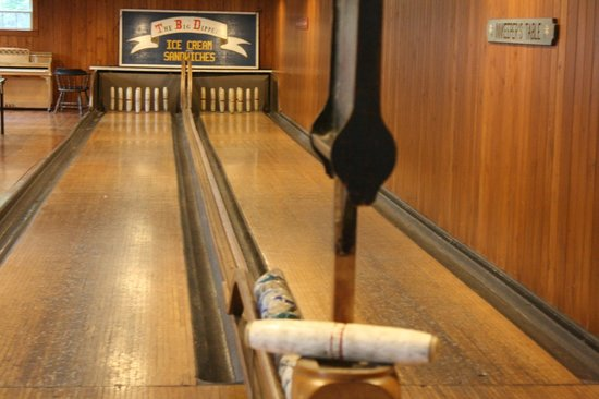 Newagen Seaside Inn: The bowling alley in Pine Hall to keep family busy