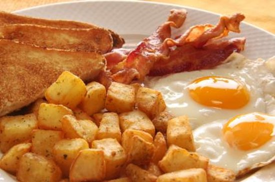 Fedele's Coffee Shop & Restaurant : Eggs Bacon homefries and toast