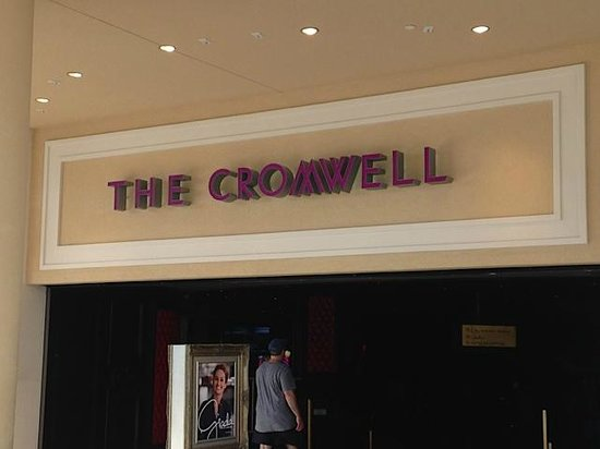 The Cromwell : Valet Entrance