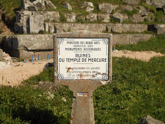 Panoramique des Dômes : temple de mercure