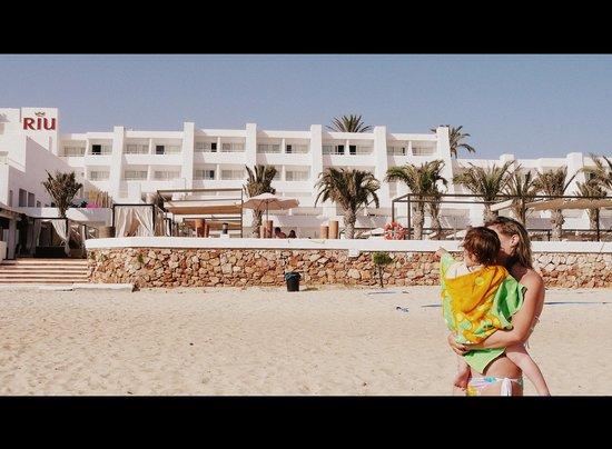 Hotel Riu La Mola: vista hotel dalla spiaggia