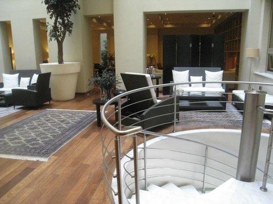 GDM Megaron Hotel : Library 2