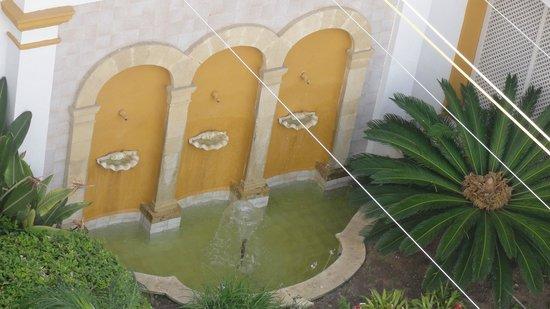Los Jandalos Santa Maria: Fountains in the inner courtyard
