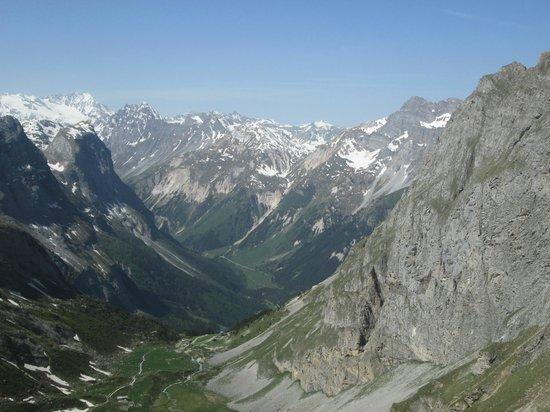 Refuge des Barmettes : vue de 300 m plus haut