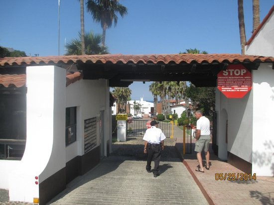 La Paloma: Security gate with round the clock guards and check in