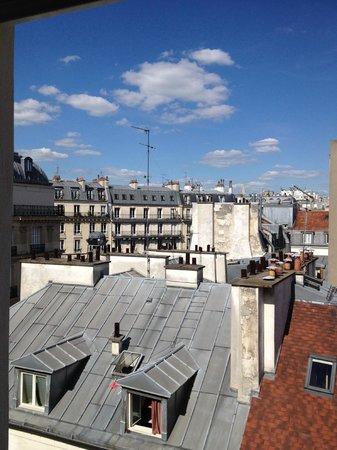 Le Mareuil : Bedroom Views of Paris