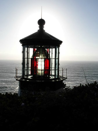 Cape Meares Lighthouse and Wildlife Refuge: Pretty red lens